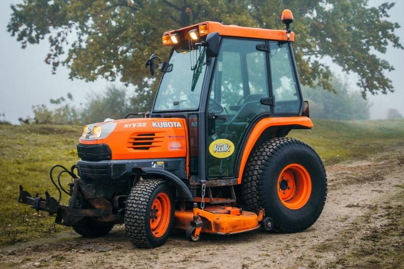 Mini traktors KUBOTA B2530H-C