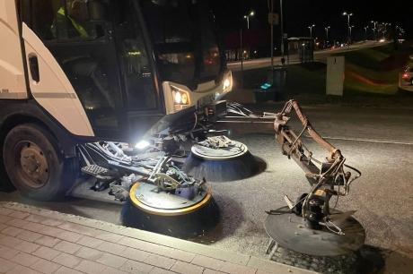 KULK pēc Jelgavas pilsētas pasūtījuma īsteno ielu mehanizēto tīrīšanu
